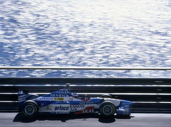 1997 Monaco Grand Prix.Monte Carlo, Monaco. 11 May 1997.Jean Alesi, Benetton B197-Renault, retired, action.World Copyright: LAT PhotographicRef: 35mm transparency