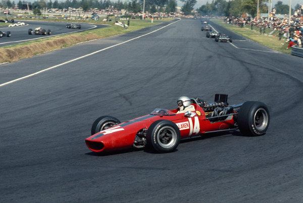 1967 Mexican Grand Prix.Mexico City, Mexico.20-22 October 1967.Bruce McLaren (McLaren M5A BRM).Ref-67 MEX 07.World Copyright - LAT Photographic