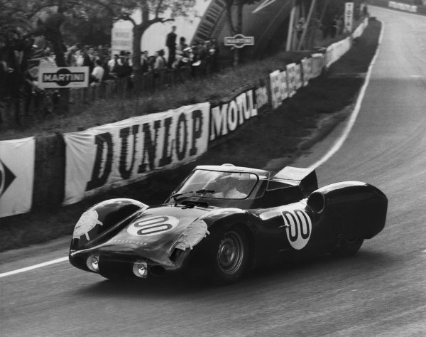 Le Mans, France. 15th - 16th June 1963 Graham Hill/Richie Ginther (Rover-BRM Turbine), Not classified, action. World Copyright: LAT Photographic Ref:  Autocar Used Pic 21st June 1963 Pg 1073.