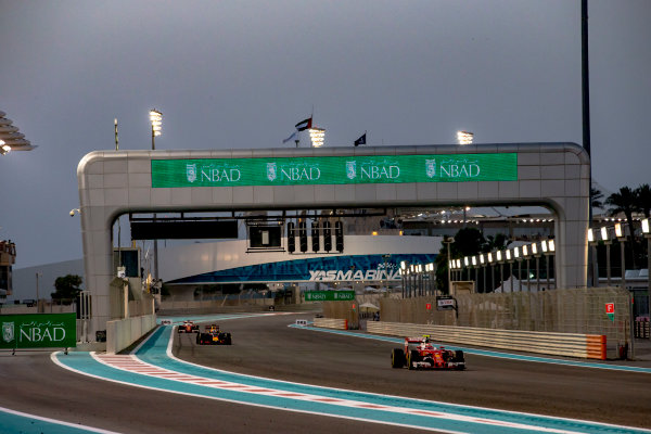 Yas Marina Circuit, Abu Dhabi, United Arab Emirates. Sunday 27 November 2016. Kimi Raikkonen, Ferrari SF16-H, leads Daniel Ricciardo, Red Bull Racing RB12 TAG Heuer. World Copyright: Zak Mauger/LAT Photographic ref: Digital Image _X0W9417