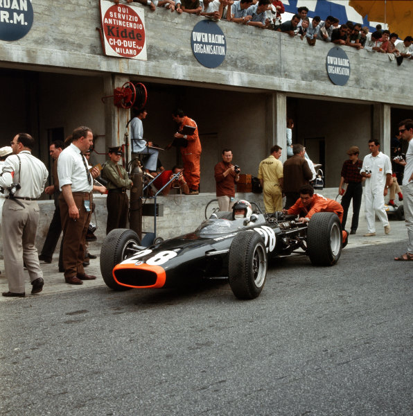 Monza, Italy. 2-4 September 1966.Jackie Stewart (BRM P83).Ref-3/2366.World Copyright - LAT Photographic