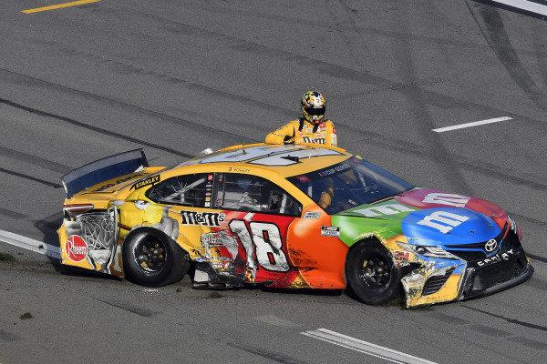 #18: Kyle Busch, Joe Gibbs Racing, Toyota Camry M&M's wreck