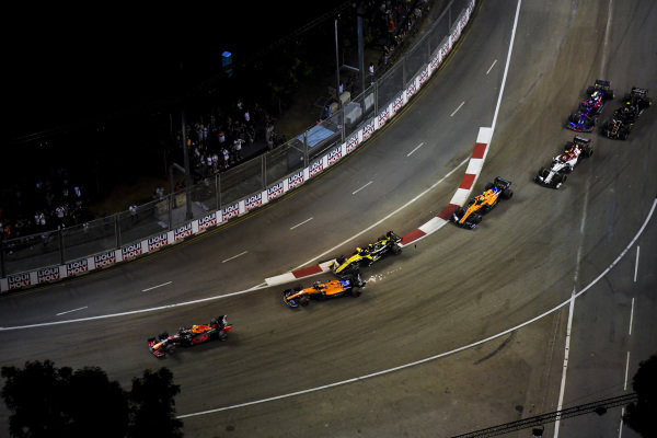 Carlos Sainz Jr., McLaren MCL34 and Nico Hulkenberg, Renault R.S. 19 make contact
