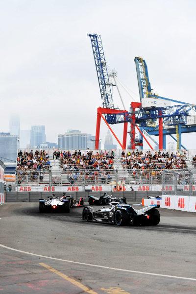 Maximilian Guenther (DEU), BMW I Andretti Motorsports, BMW iFE.21, leads Nyck de Vries (NLD), Mercedes Benz EQ, EQ Silver Arrow 02
