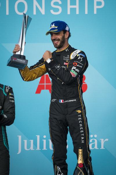 Jean-Eric Vergne (FRA), DS TECHEETAH celebrates victory on the podium