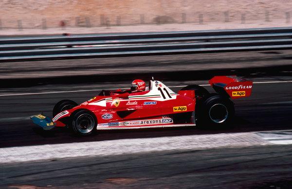 1977 French Grand Prix.Dijon-Prenois, France.1-3 July 1977.Niki Lauda (Ferrari 312T2) 5th position.Ref-77 FRA 15.World Copyright - LAT Photographic