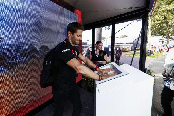 Romain Grosjean, Haas F1 Team hand mould
