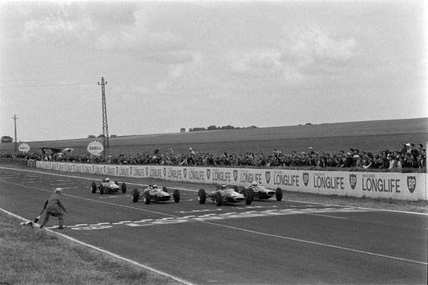 Four-way battle for the lead as the chequered flag falls. Jochen Rindt, Brabham BT16 Ford, leads Frank Gardner, Lola T60 BRM, Jim Clark, Lotus 35 Ford, and Alan Rees, Brabham BT16 Ford, to the line.