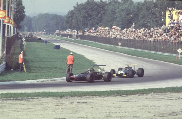 1968 Italian Grand Prix.Monza, Italy.6-8 September 1968.Piers Courage (BRM P126) leads Jack Brabham (Brabham BT26 Repco) in the Parabolica. Courage finished in 4th position.Ref-68 ITA 27.World Copyright - LAT Photographic