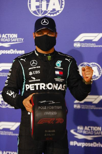 Pole Sitter Valtteri Bottas, Mercedes-AMG Petronas F1 with the Pirelli Pole Position Award