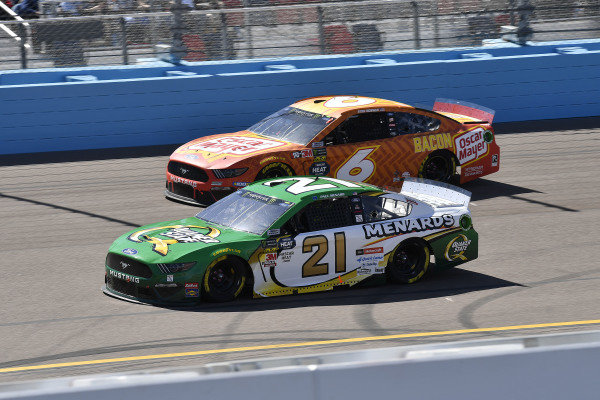 #21: Paul Menard, Wood Brothers Racing, Ford Mustang Menards / Quaker State and #6: Ryan Newman, Roush Fenway Racing, Ford Mustang Oscar Mayer Bacon