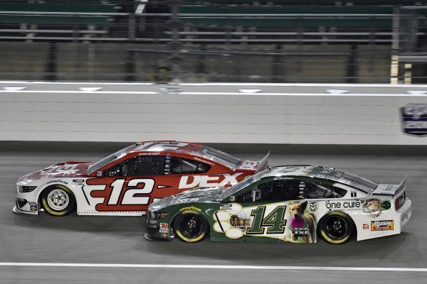#12: Ryan Blaney, Team Penske, DEX Imaging Ford Mustang and #14: Clint Bowyer, Stewart-Haas Racing, One Cure Ford Mustang
