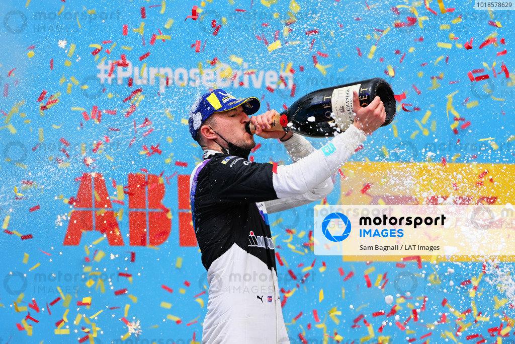 Jake Dennis (GBR), BMW I Andretti Motorsport, 1st position, drinks champagne on the podium