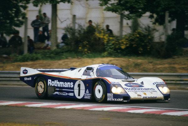 Le Mans, France. 31st May - 1st June 1986. Hans-Joachim Stuck /Derek Bell /Al Holbert (Porsche 962C), 1st position, action. World Copyright: LAT Photographic Ref: 86LM11.
