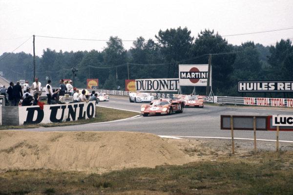 Le Mans, France. 13 - 14 June 1970 Arturo Merzario/Clay Regazzoni (Ferrari 512S), retired, leads Ignazio Giunti/Nino Vaccarella (Ferrari 512S), retired, and Mike Hailwood/David Hobbs (Porsche 917K), retired, action. World Copyright: LAT Photographic Ref:  70LM13.