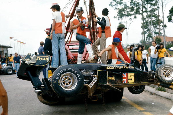 Interlagos, Brazil. 25 January 1976. Ronnie Peterson (Lotus 77-Ford), retired, action.  World Copyright: LAT Photographic. Ref: 76BRA23