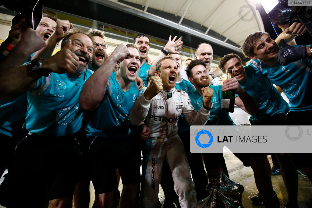 Bahrain International Circuit, Sakhir, Bahrain. Sunday 3 April 2016. Nico Rosberg, Mercedes AMG, celebrates victory with team members. World Copyright: Hone/LAT Photographic ref: Digital Image _ONY2634