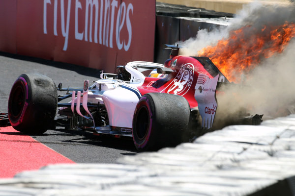 Marcus Ericsson (SWE) Alfa Romeo Sauber C37 crashes in FP1 and catches fire