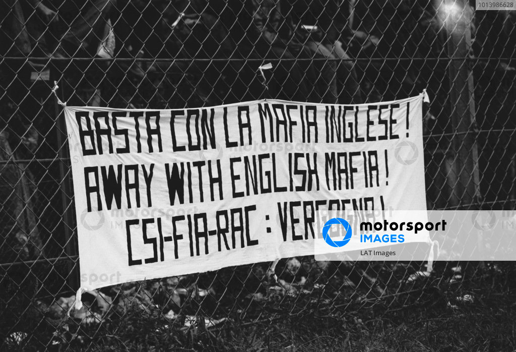 Monza, Italy. 10th - 12th September 1976. An Italian banner calling the English teams Mafia, atmosphere. World Copyright: LAT Photographic. Ref: 9119 - 1-1A.