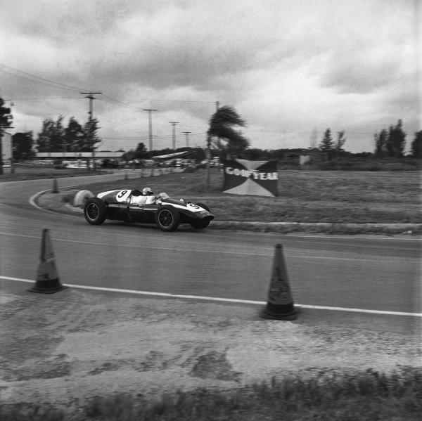 Sebring, Florida, USA. 12 December 1959. Bruce McLaren (Cooper T45-Climax), 1st position.  Ref-5474. World Copyright - LAT Photographic