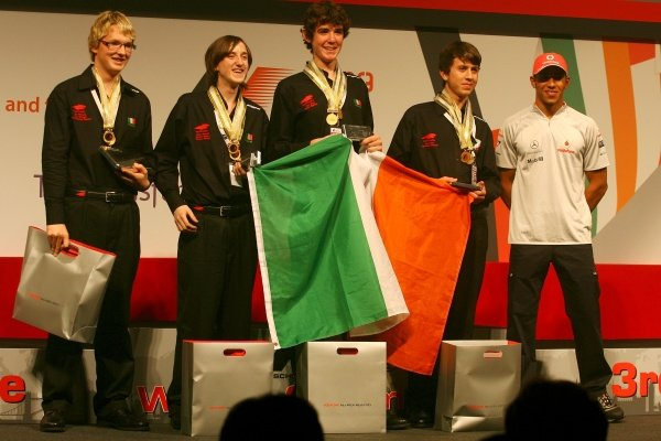 Lewis Hamilton (GBR) with the winning Irish team.