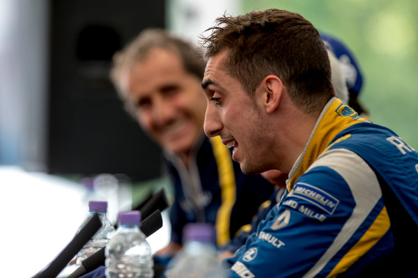 2015/2016 FIA Formula E Championship. London ePrix, Battersea Park, London, United Kingdom. Sunday 3 July 2016. Sebastien Buemi (SUI), Renault e.Dams Z.E.15  Photo: Zak Mauger/LAT/Formula E ref: Digital Image _79P3200