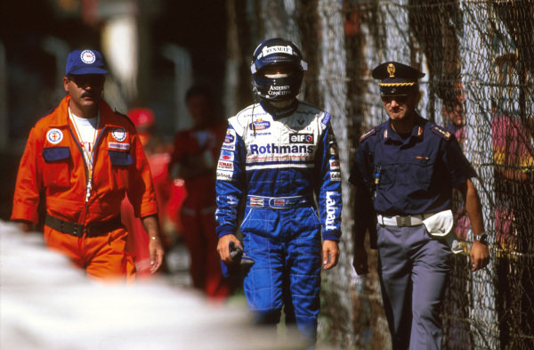 Monza, Italy.6-8 September 1996.Damon Hill (Williams Renault) walks back after exiting the race when he hit the tyres at the first chicane.Ref-96 ITA 08.World Copyright - LAT Photographic