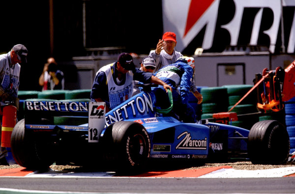 French Grand Prix.Magny-Cours, France. 30/6-2/7 2000.Alexander Wurz (Benetton B200 Playlife) steps out of his car, after spinning out.World Copyright - LAT PhotographicFormat: 35mm transparency