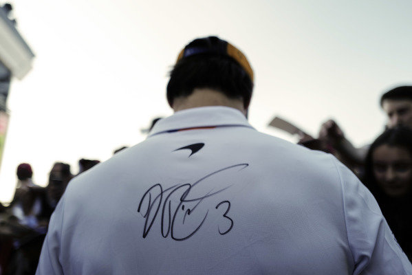 Carlos Sainz Jr, McLaren with autograph of Daniel Ricciardo, Renault F1 Team on his shirt during the autograph session