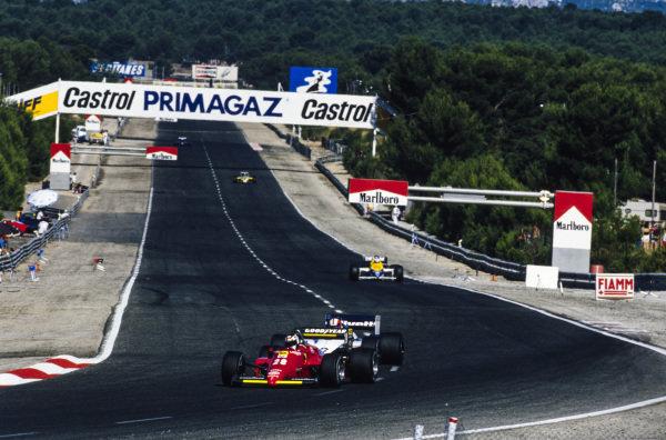 Stefan Johansson, Ferrari 156/85, leads Marc Surer, Brabham BT54 BMW, Keke Rosberg, Williams FW10 Honda, and Derek Warwick, Renault RE60.