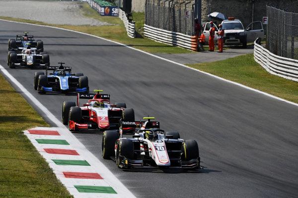 Theo Pourchaire (FRA, ART Grand Prix), leads Oscar Piastri (AUS, Prema Racing)