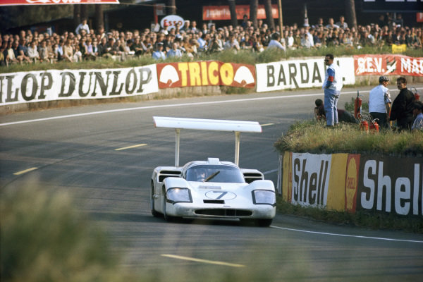 Mike Spence / Phil Hill, Chaparral Cars Inc., Chaparral 2F Chevrolet.