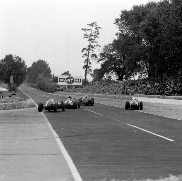 1959 German Grand Prix.Avus, Berlin, Germany.31/7-2/8 1959.Jo Bonnier (BRM P25) leads Dan Gurney, Phil Hill (both Ferrari Dino 246) and Bruce McLaren (Cooper T45 Climax) out of the Hairpin.Ref-4655.World Copyright - LAT Photographic