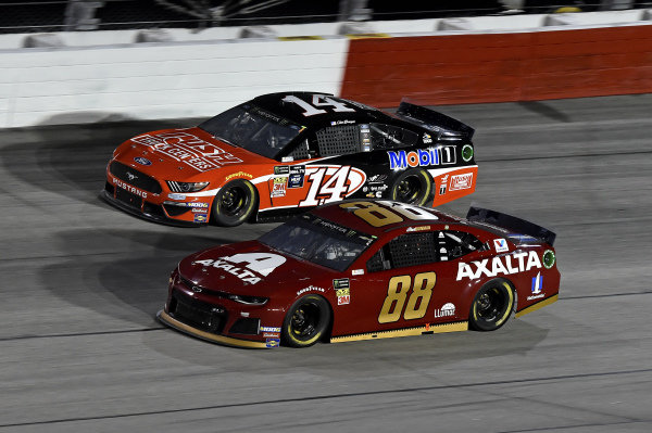 #88: Alex Bowman, Hendrick Motorsports, Chevrolet Camaro Axalta Throwback, #14: Clint Bowyer, Stewart-Haas Racing, Ford Mustang Rush Truck Centers / Mobil 1