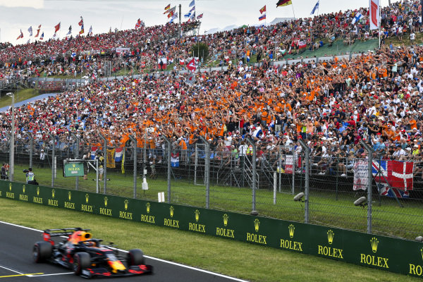 Pole Sitter Max Verstappen, Red Bull Racing RB15 poses his fans