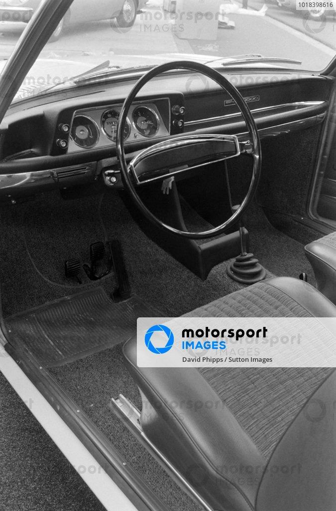 BMW 2000 interior