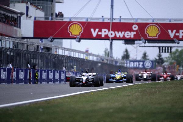 Kimi Räikkönen, McLaren MP4-19 Mercedes leads Fernando Alonso, Renault R24.