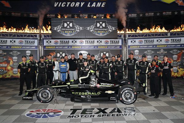 Josef Newgarden, Team Penske Chevrolet celebrates in victory lane with his team