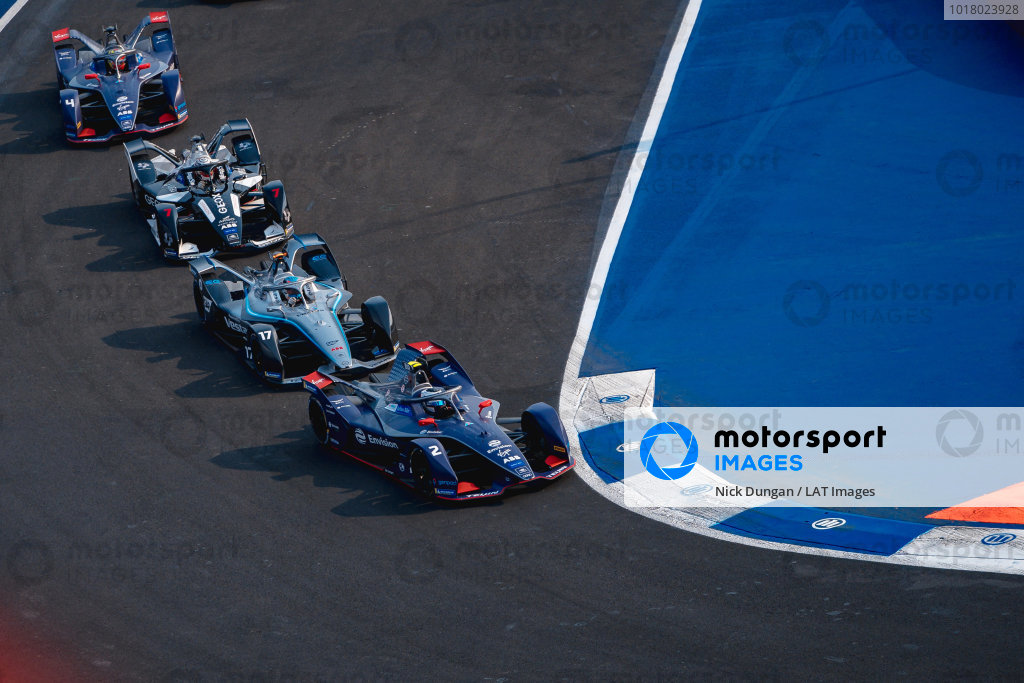 Sam Bird (GBR), Envision Virgin Racing, Audi e-tron FE06 leads Nyck de Vries (NLD), Mercedes Benz EQ, EQ Silver Arrow 01, Nico Müller (CHE), GEOX Dragon, Penske EV-4 and Robin Frijns (NLD), Envision Virgin Racing, Audi e-tron FE06