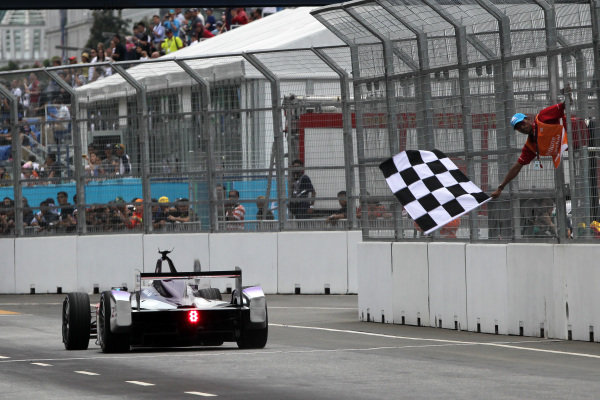 Putrajaya E-Prix, Race. Putrajaya E-Prix, Malaysia - 20th-22nd November 2014. Saturday 22 November 2014. Sam Bird (GBR)/Virgin Racing - Spark-Renault SRT_01E  Photo: Michael Hoyer - Jakob Ebrey/LAT/ Formula E ref: Digital Image EL0G1661