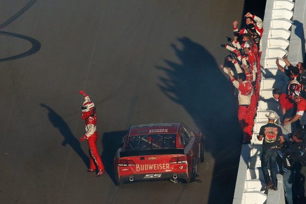 7-9 November, 2014, Avondale, Arizona USA Winner Kevin Harvick celebrates burnout ©2014, Michael L. Levitt LAT Photo USA
