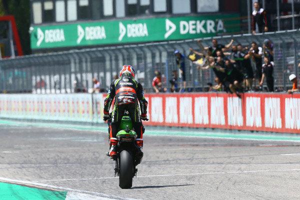 Jonathan Rea, Kawasaki Racing wheelies over the line.
