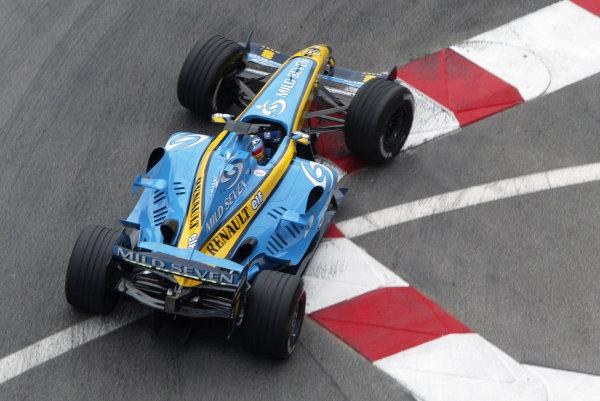 2004 Monaco Grand Prix - Thursday Practice, Monaco. 20th May 2004 Fernando Alonso, Renault R24, action.World Copyright: Steve Etherington/LAT Photographic ref: Digital Image Only