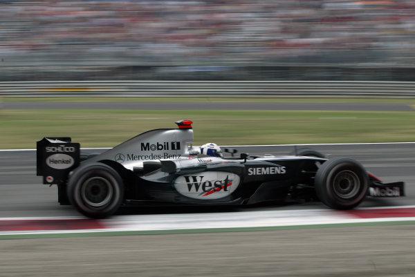 2004 Italian Grand Prix - Sunday Race, Monza, Italy. 12th September 2004 David Coulthard, McLaren Mercedes MP4/19B, action.World Copyright: Steve Etherington/LAT Photographic ref: Digital Image Only