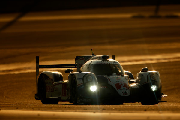 2015 FIA World Endurance Championship Bahrain 6-Hours Bahrain International Circuit, Bahrain Saturday 21 November 2015. Alexander Wurz, St?phane Sarrazin, Mike Conway (#2 LMP1 Toyota Racing Toyota TS 040 Hybrid). World Copyright: Alastair Staley/LAT Photographic ref: Digital Image _79P0890