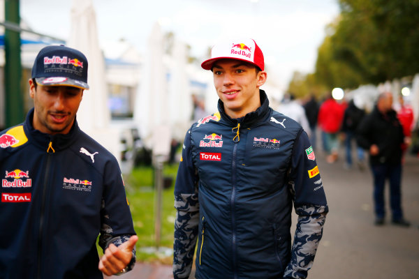 Albert Park, Melbourne, Australia. Friday 18 March 2016. Daniel Ricciardo, Red Bull Racing, with Pierre Gasly, Reserve Driver, Red Bull Racing. World Copyright: Andrew Hone/LAT Photographic ref: Digital Image _ONZ2213