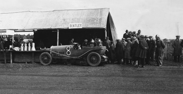 1923 Le Mans 24 hours. Le Mans, France. 26th - 27th May 1923. Capt. John F Duff / Frank Clement (Bentley 3 L Sport), 4th position, pit stop action.  World Copyright: LAT Photographic.  Ref:  B/W Print.