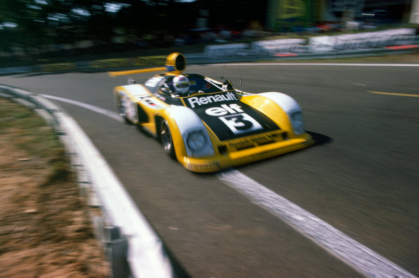 Le Mans, France. 10th - 11th June 1978.Derek Bell/Jean-Pierre Jarier (Renault-Alpine A442A), retired, action. World Copyright: LAT Photographic.Ref:  78LM