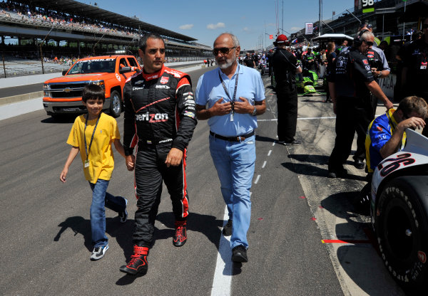 23 May, 2014, Indianapolis, Indiana, USA Juan Pablo Montoya walks with son Sebastian and father Pablo Montoya ©2014, Geoffrey M. Miller LAT Photo USA