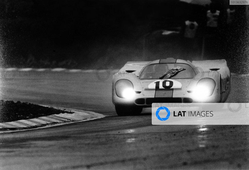 Brands Hatch, England. 12th April 1970. Pedro Rodriguez/Leo Kinnunen (Porsche 917K) 1st position, action. World Copyright: LAT Photographic. Ref: 2987 - 20-20A.